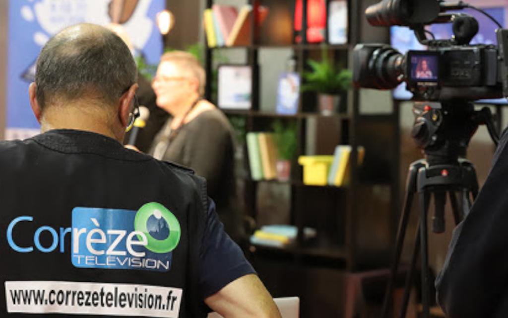 Cameraman et camera de Corrèze TV au premier plan